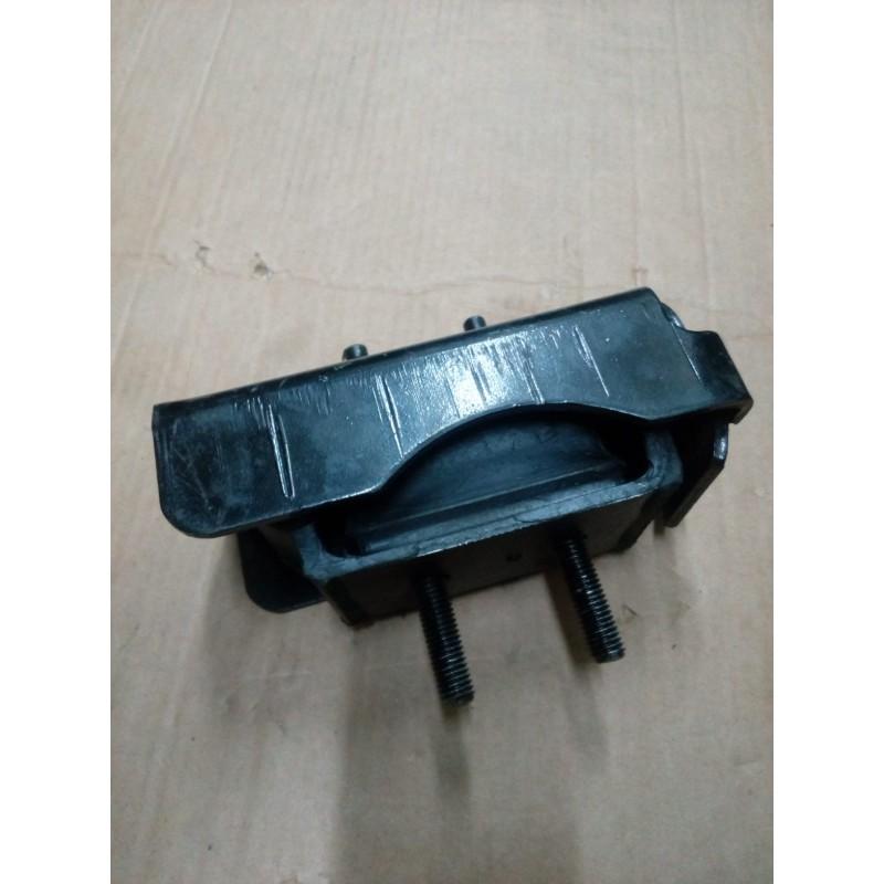 Supporto anteriore motore dx Fiat 504046292 x Iveco